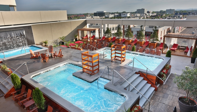 Old Montreal Hotels With Outdoor Pools